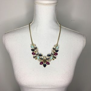 Costume jewelry Statement necklace pearl gold